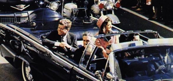 JFK cu câteva momente înainte de a fi asasinat