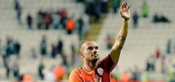 Wesley Sneijder vor dem Absprung bei Galatasaray