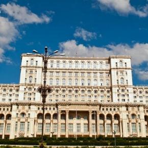 Curățenie, tot anul, în Palatul Parlamentului!