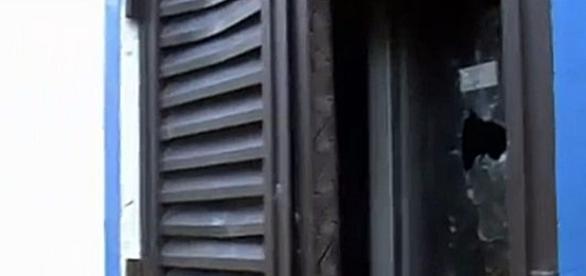 Tiro terá sido disparado através da janela