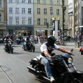 Hells Angels auf ihren Motorädern in Berlin