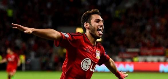 Hakan Calhanoglu vor dem Abluf aus Leverkusen