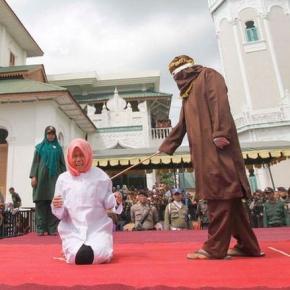 Musulmană biciuită public - sursa Barcroft Media