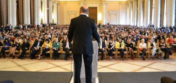 Traian Băsescu este dat, de analiști, câștigător