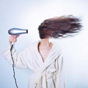 Intensywne suszenie nie pomaga włosom