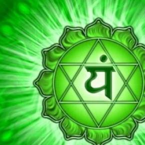 O chakra cardíaco ou Anahata em sânscrito