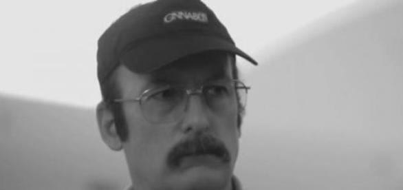 Saul Goodman jako pracownik cukierni