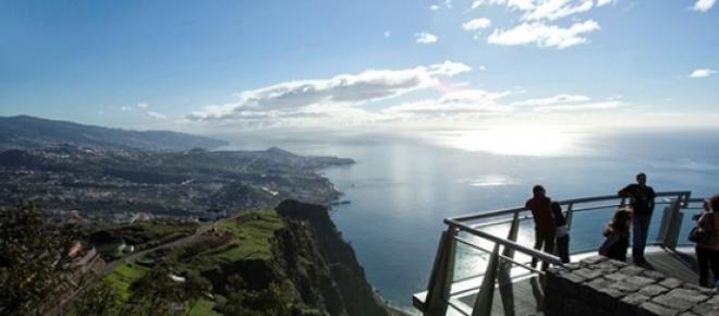 """<span style=""""font-size: 12pt;"""">Cabo Girão tem 589 metros de altura e está entre os sete mais altos da Europa.</span>"""