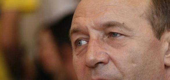 Cine se ascunde  in spatele lui Basescu?