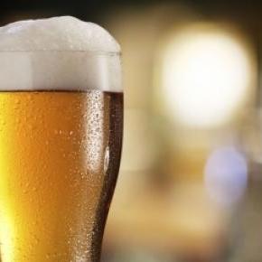 Lúpulo é usado na produção desta bebida