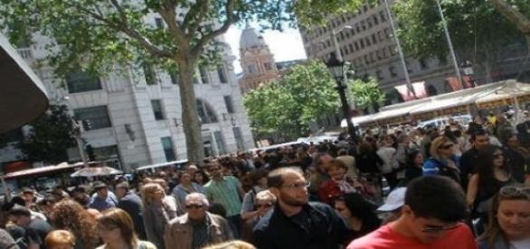 Mucha gente en la Plaça de Catalunya (Foto del A.)
