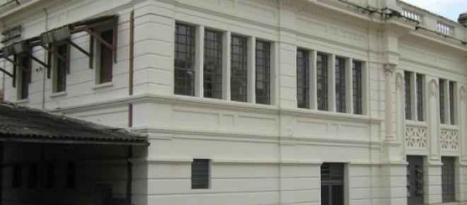 <p>Verdadeiro símbolo de toda uma região e da cidade de Sorocaba, a Estação Ferroviária agoniza, estando em péssimo estado de conservação. O prédio está aguardando por obras de restauro desde os anos 1990.</p>