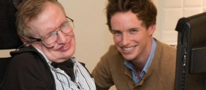 Stephen Hawking dá os parabéns a Eddie Redmayne