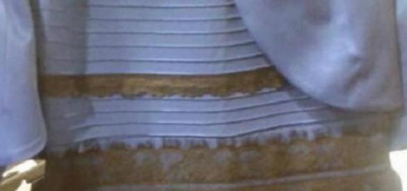 ca1692297075 vestido color polemica