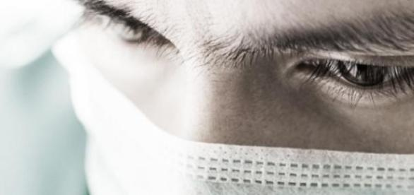 Médica acusada de agredir criança com cancro.