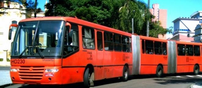 Manifestação na boca maldita leva centenas de pessoas a protestar contra o aumento na tarifa dos ônibus.