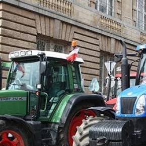 Traktoren legen den Verkehr in Pyrzyce lahm.