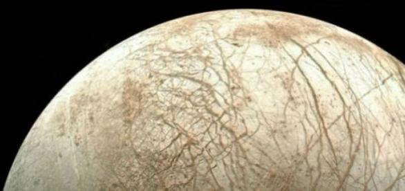 Es una de las lunas más grandes del sistema solar