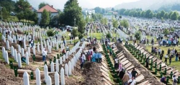 Le cimetière des victimes de Srebrenica.