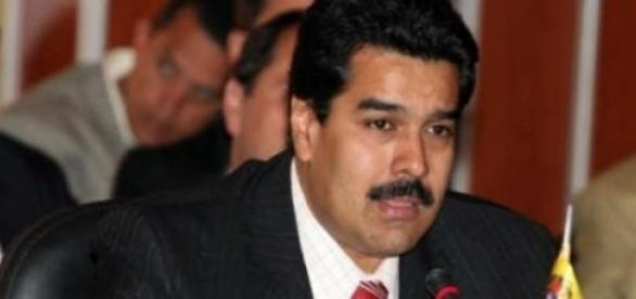 Nicolas Maduro impose un visa aux Américains.