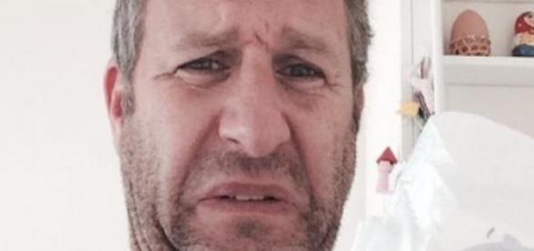 Le smelfie a été lancé par l'acteur Adam Hills.
