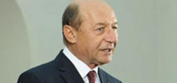 Scaunul lui Basescu se clatina