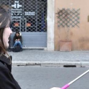 Os selfie sticks são usados em todo o mundo.