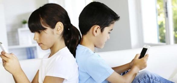 A gyerekek többsége már profi okostelefon-használó