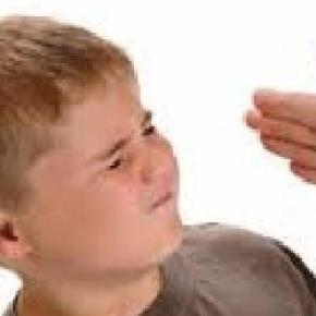 A nevelő szándékú pofon tényleg használ?