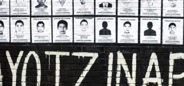 Mural con las fotografías de los desaparecidos