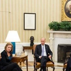 Obama with Israeli and Palestinian negotiators.