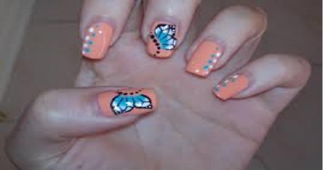 Nuove nail art, una manicure semplice ma d