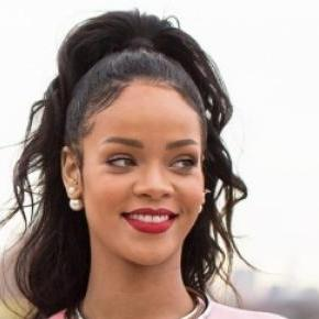Fashion Icon Rihanna does Dior