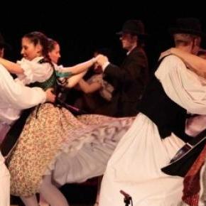 Néptáncbemutató a folklórfesztiválon