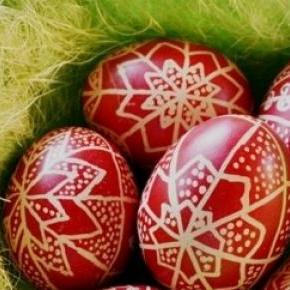Piros hímes tojások Húsvétra
