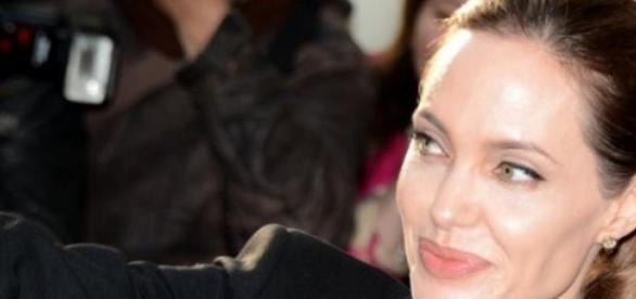Angelina Jolie usunęła jajniki i jajowody.