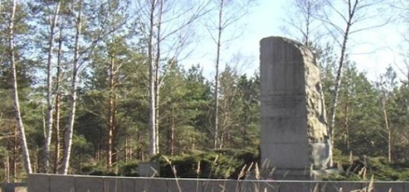 Le monument en hommage aux victimes d'Ermenonville