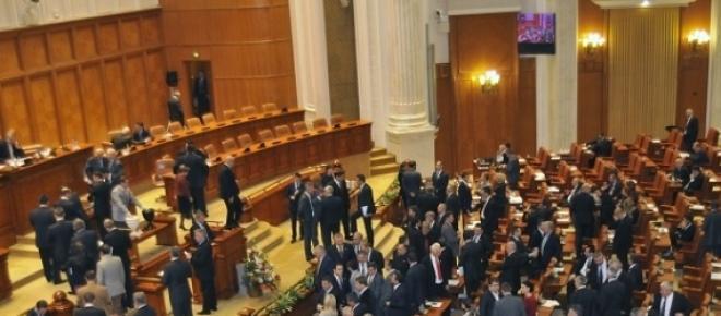 imagine din Parlament in timpul unui vot cu bile