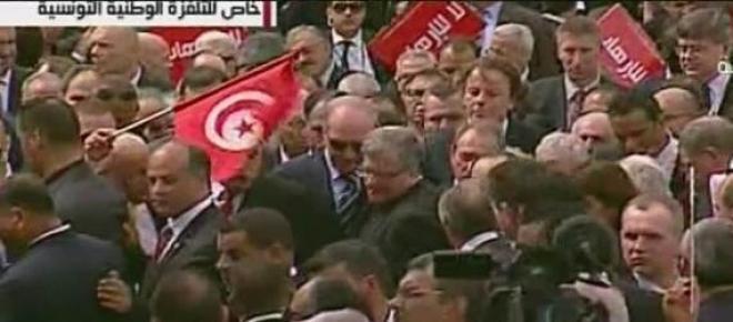 W marszu przeciwko terroryzmowi w Tunisie wzięli udział polityce z wielu państw między innymi Bronisław Komorowski, prezydent Francji Francois Holland, premier Włoch Matteo Renzi oraz przywódca palestyński Mahmud Abbas.