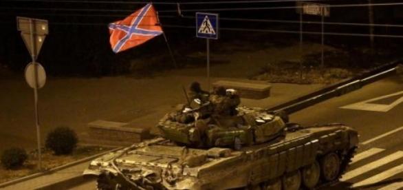 Rusia trimite mai multe tancuri în estul Ucrainei