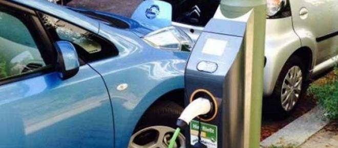 Punto de carga para coche eléctrico en Berlín.