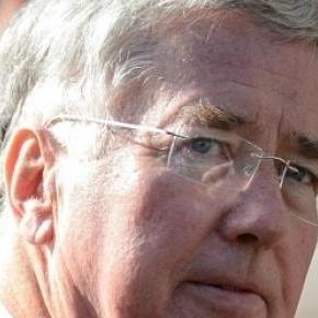 Michael Fallon, secretarul Apararii din UK