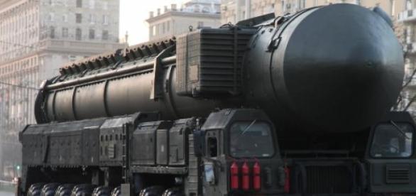 Racheta nucleara ruseasca pe platforma mobila