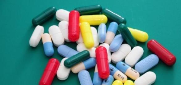 Ibuprofeno - Disponível em várias marcas.