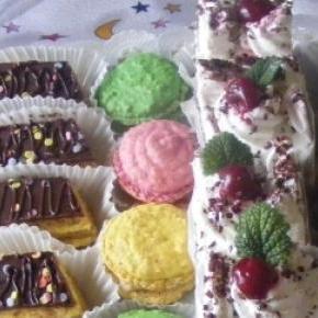 Nagyon finom, egyszerű sütemények.