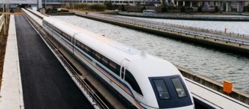 Az új maglev vonat rögtön csúcssebességet futott