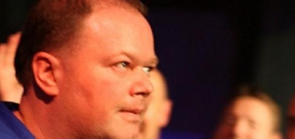 Big win for van Barneveld over van Gerwen in PL