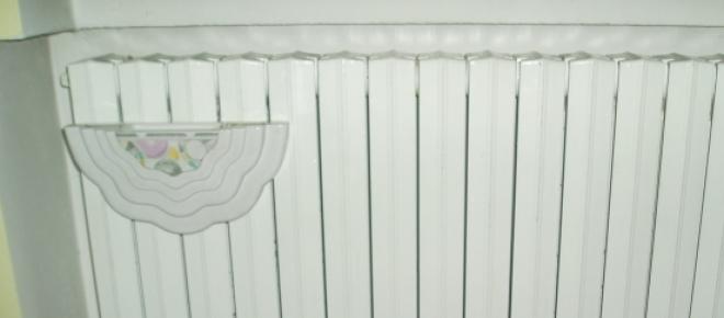 Un calorifer alb cu model