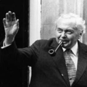 """A pipás miniszterelnököt gyakran """"kisegítették"""""""
