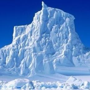 Egy ehhez hasonló jéghegyet vehet birtokba Bellini